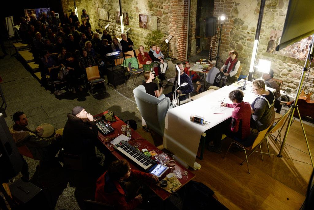 Der jährlich stattfindende Illustratoren-Slam mit Livemusik in der Stadtpfarrkirche Müncheberg